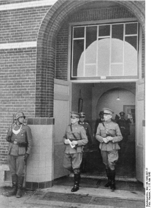 19400515_Rijsoord_Winkelman_na_capitulatie.jpg